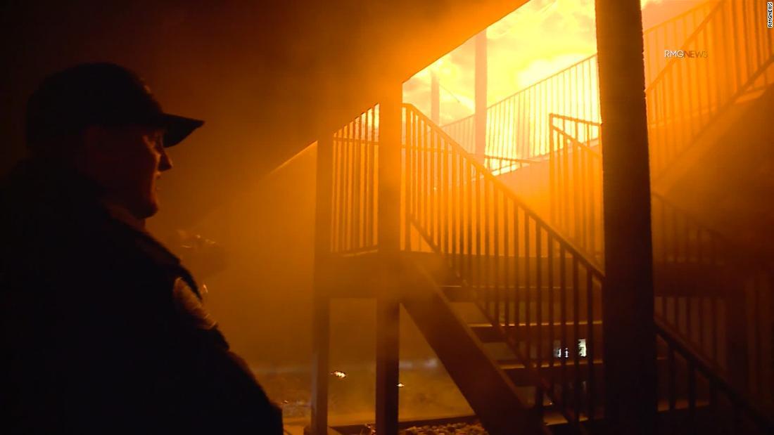 Er versuchte zu retten, seine zwei Töchter. Alle drei starben in einer Wohnung Feuer