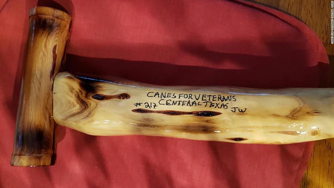 テキサス州の人は杖のためのベテランを寄贈したクリスマスツリー
