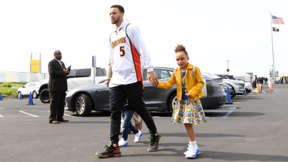 OAKLAND, CA - MARCH 24: Stephen Curry #30 of the Golden State Warriors and his daughters arrive prior to a game against the Detroit Pistons on March 24, 2019 at ORACLE Arena in Oakland, California. NOTE TO USER: User expressly acknowledges and agrees that, by downloading and or using this photograph, user is consenting to the terms and conditions of Getty Images License Agreement. Mandatory Copyright Notice: Copyright 2019 NBAE (Photo by Noah Graham/NBAE via Getty Images)