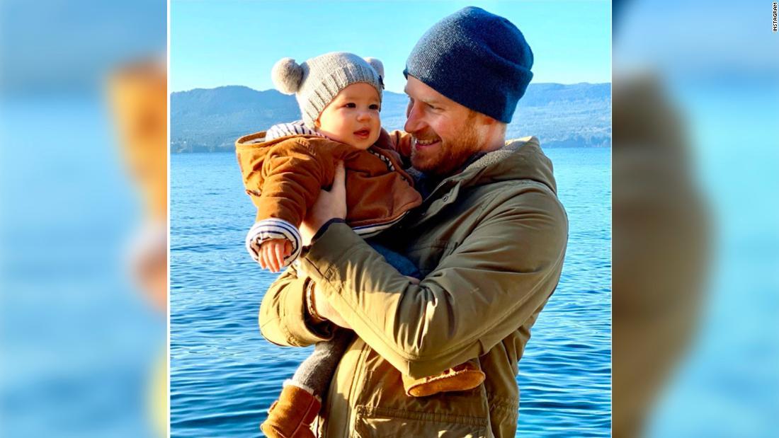 Prinz Harry und Meghan Markle teilen süßes neues Foto von baby Archie