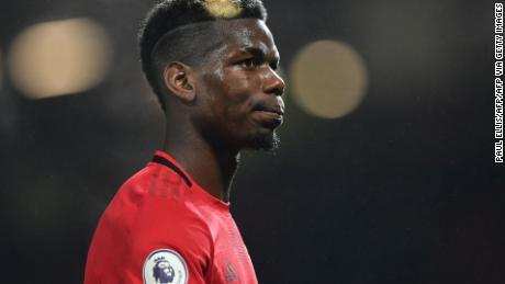 Gelandang Manchester United Prancis Paul Pogba meninggalkan lapangan setelah pertandingan sepak bola Liga Premier Inggris antara Manchester United dan Newcastle United di Old Trafford di Manchester, Inggris barat laut, pada 26 Desember 2019.