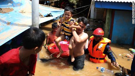 04 indonesia flooding 0102 large 169