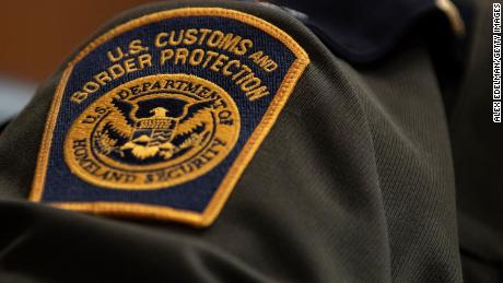 US border officers were told to stop Iran-born travelers, officer says