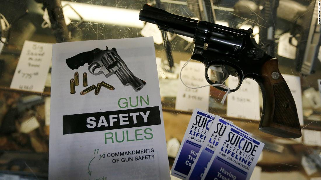 Denver Polizei bat einen Richter zu lassen, Sie zu beschlagnahmen ein Mann die Waffe. Es ist der erste Einsatz von Colorado 's neue