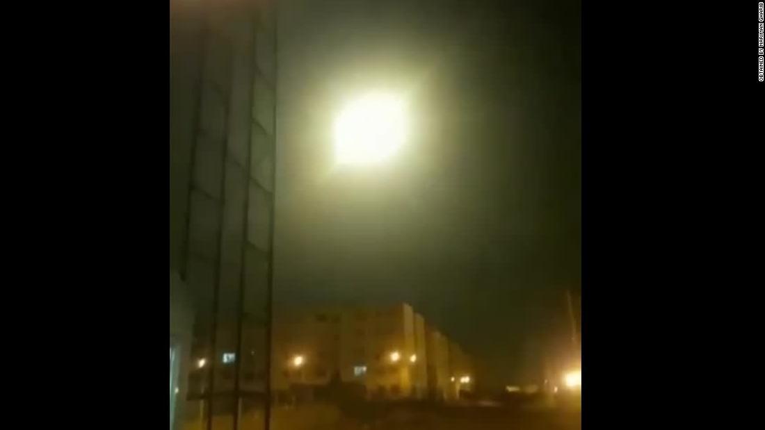 新しい映像が表示されるショーミサイルの印象的なオブジェクトスカイ