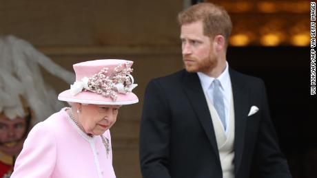 Britain's Queen Elizabeth II and Britain's Prince Harry, Duke of Sussex arrive at the Queen's Garden Party in Buckingham Palace, central London on May 29, 2019. (Photo by Yui Mok / POOL / AFP) (Photo credit should read YUI MOK/AFP via Getty Images)