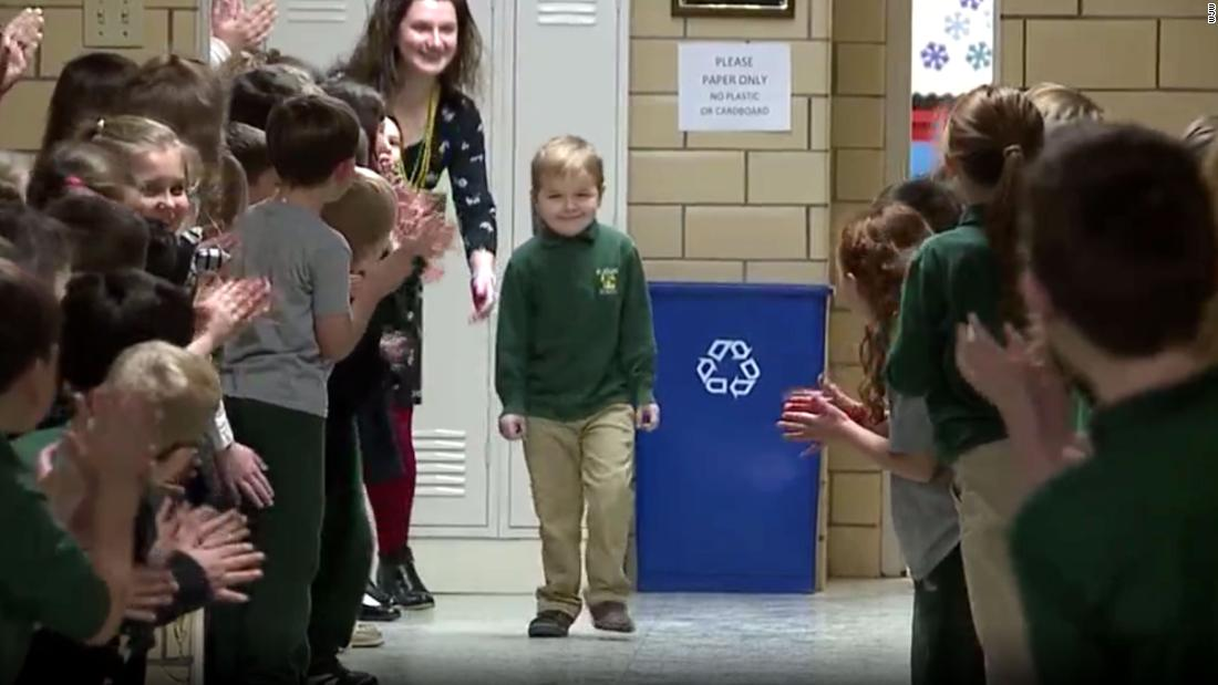 After a 6-year-old finished chemotherapy, his classmates welcomed him back with a standing ovation