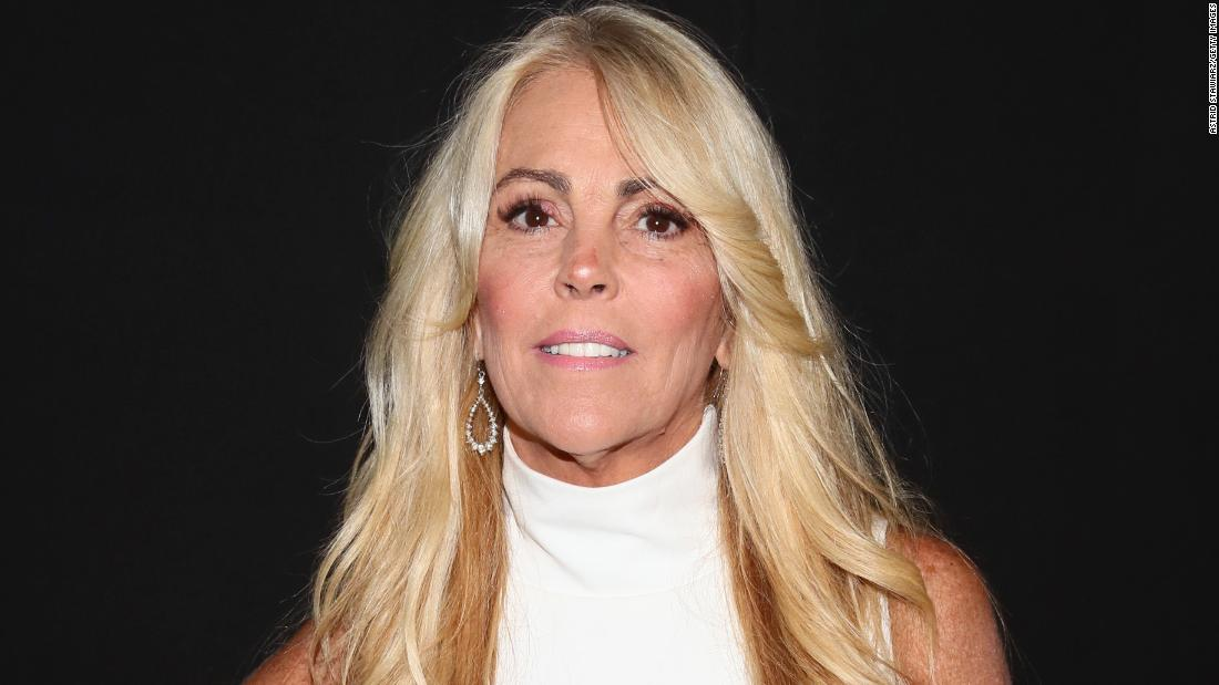 Ντίνα Λόχαν, η μητέρα της ηθοποιού Λίντσεϊ Λόχαν, κατηγορείται για οδήγηση υπό μέθη