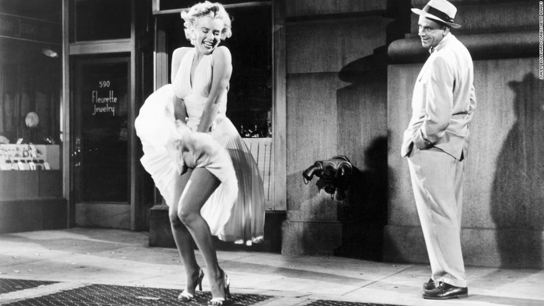 だがマリリンモンローのホワイトカクテルドレスを着た映画でもあるのです。