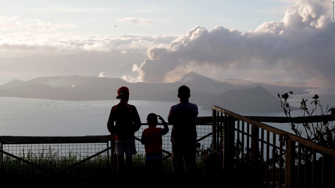 灰雨コート周辺の火山と黒色汚泥