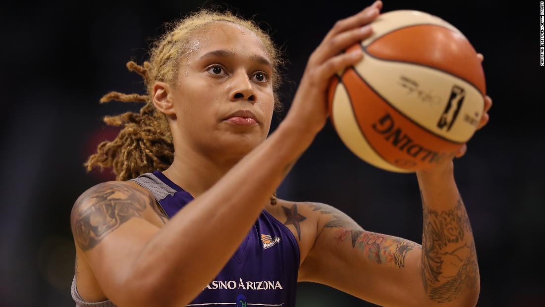 WNBA労働を扱う、よりよいフライト及び規定のための母親