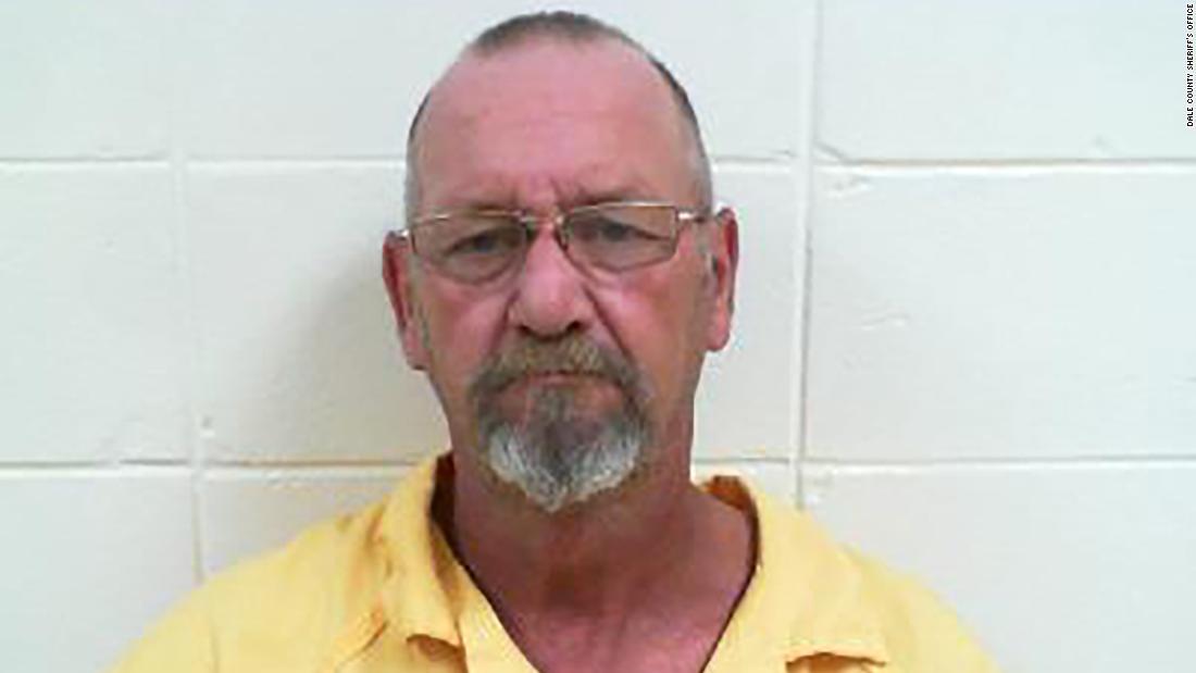 Μια Αλαμπάμα, ήταν να πάει σε δίκη για το φόνο της γυναίκας του. Αντ ' αυτού, απελευθερώθηκε