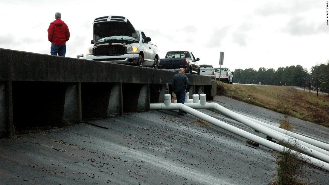 Mississippi voraussichtlich rasch steigen als Damm droht zu scheitern