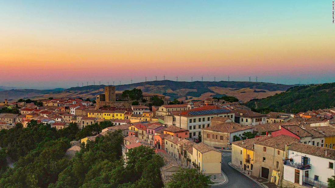 Μια άλλη ιταλική πόλη είναι η πώληση δεκάδες $1 σπίτια