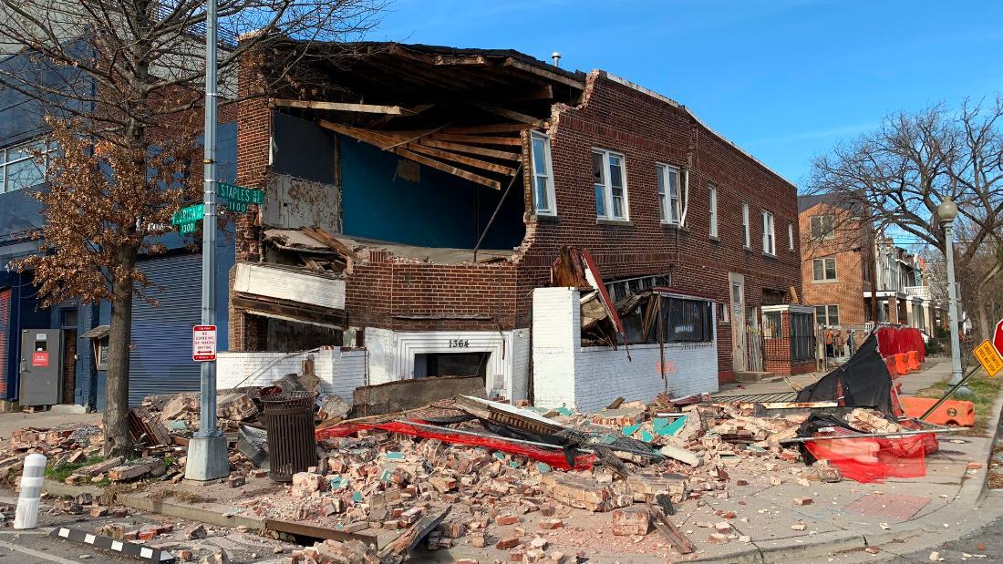 Gebäude Zusammenbruch kaum findet Fußgänger