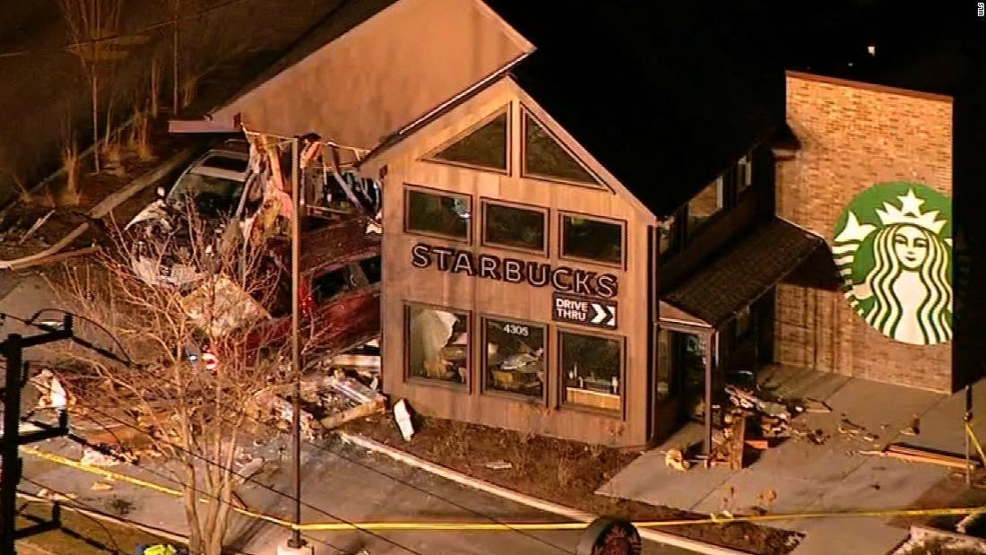 Teil eines Starbucks kollabiert, wenn ein LKW knallt in das Gebäude