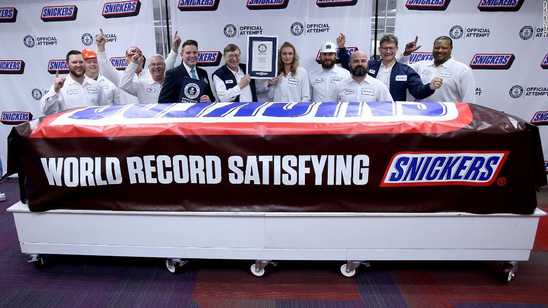 Weltweit größten Snickers bar ist die Größe 43.000 single-size-Schokoriegel zusammen