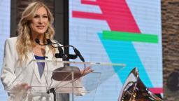 L'ancienne directrice des Grammys, Deborah Dugan, poursuit une académie d'enregistrement, alléguant du harcèlement sexuel
