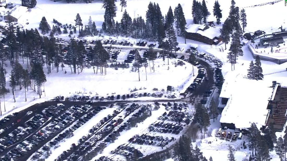 雪崩でスキーリゾート紅葉1、1重傷を負