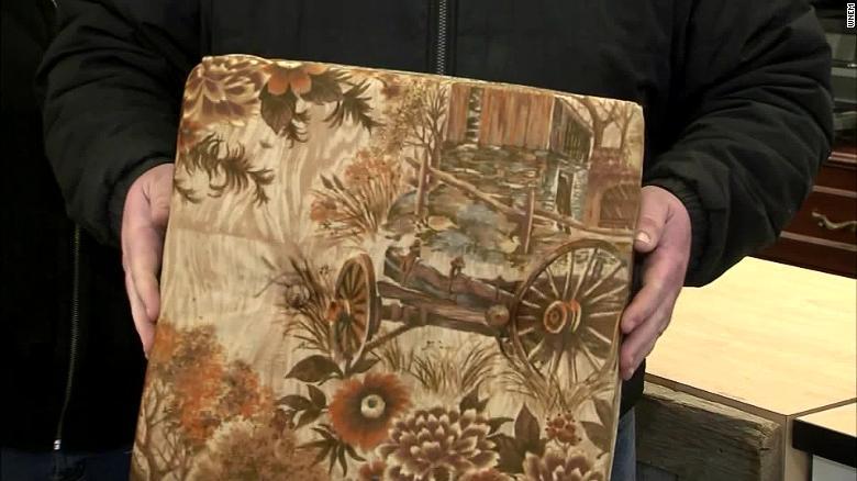 Người già hay giấu tiền 200117181134-couch-money-exlarge-169