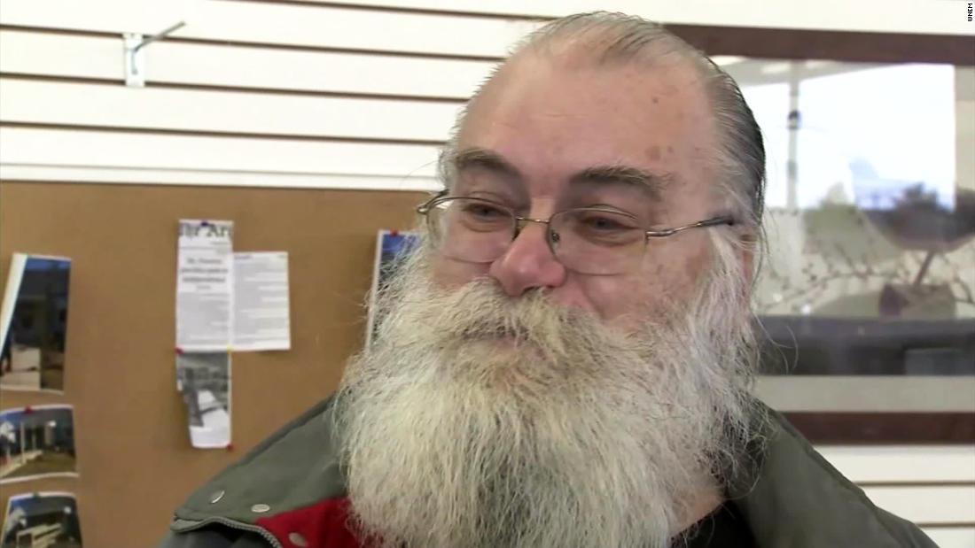 は、ミシガン男見つかり$43,000中古ソファまであった。 帰で