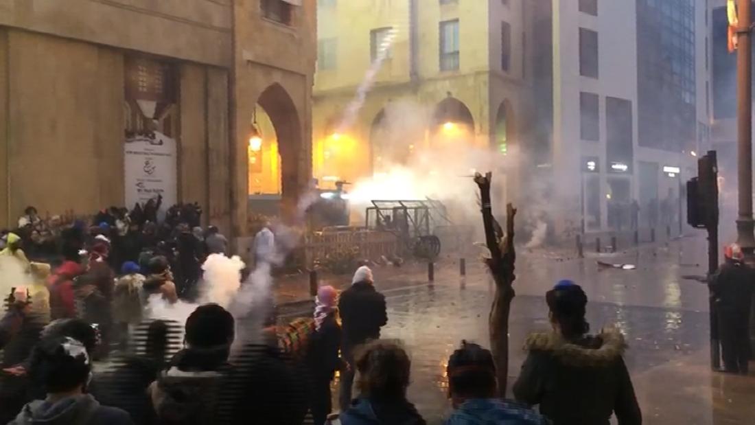 Proteste auch gewalttätig in den Straßen von Beirut, Libanon