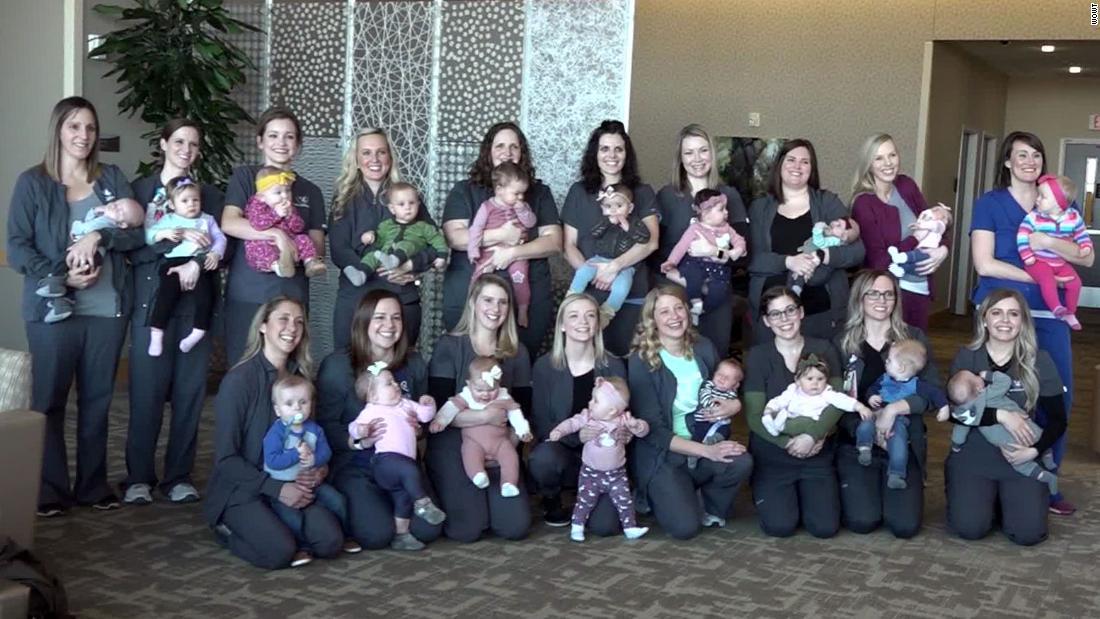 19 οι νοσηλευτές του νοσοκομείου, μονάδα γέννησε 19 μωρά το 2019. Η εικόνα της ομάδας ήταν αξιολάτρευτο