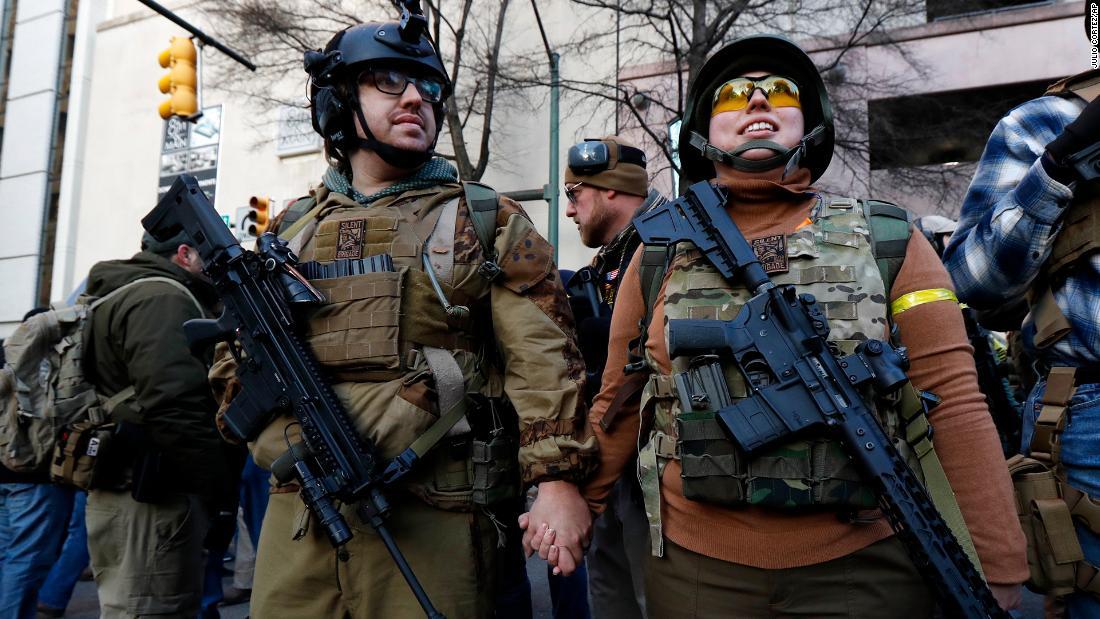 Ασφάλεια σφιχτά στη Βιρτζίνια είναι η πρωτεύουσα του κράτους ως όπλο-δικαιώματα ράλι παίρνει σε εξέλιξη