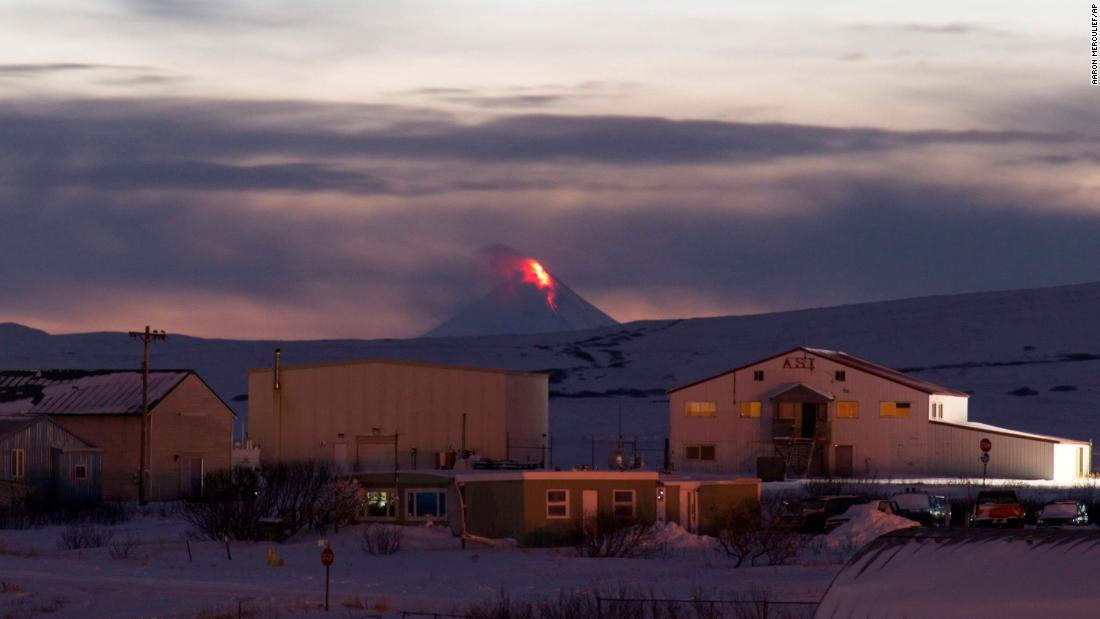 Aviation warning issued after Alaskan volcano creates ashy plume that reached 30,000 feet