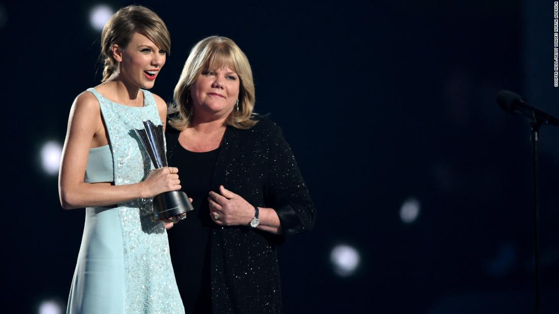 Taylor Swift verrät Mutter Hirntumor-Diagnose