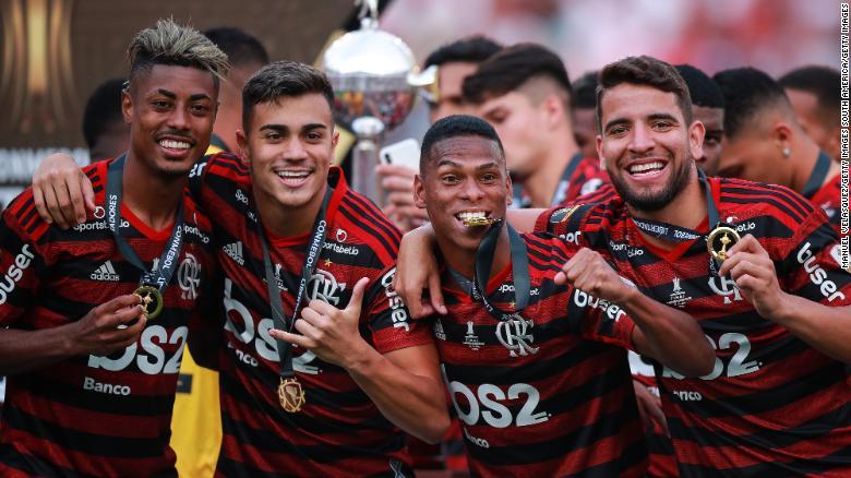 Reinier Jesus (ที่สองจากซ้าย) เฉลิมฉลองชัยชนะหลังจากชนะ Copa Libertadores ครั้งสุดท้าย