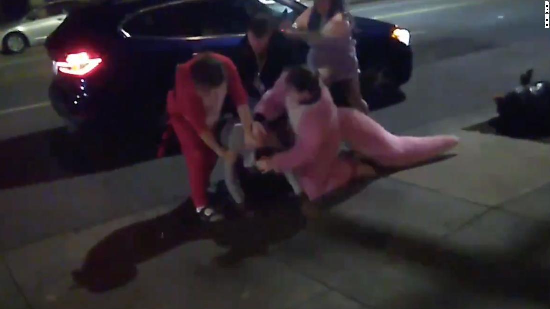 グループのfurries'止め、家庭内暴力強襲った警察に逮捕