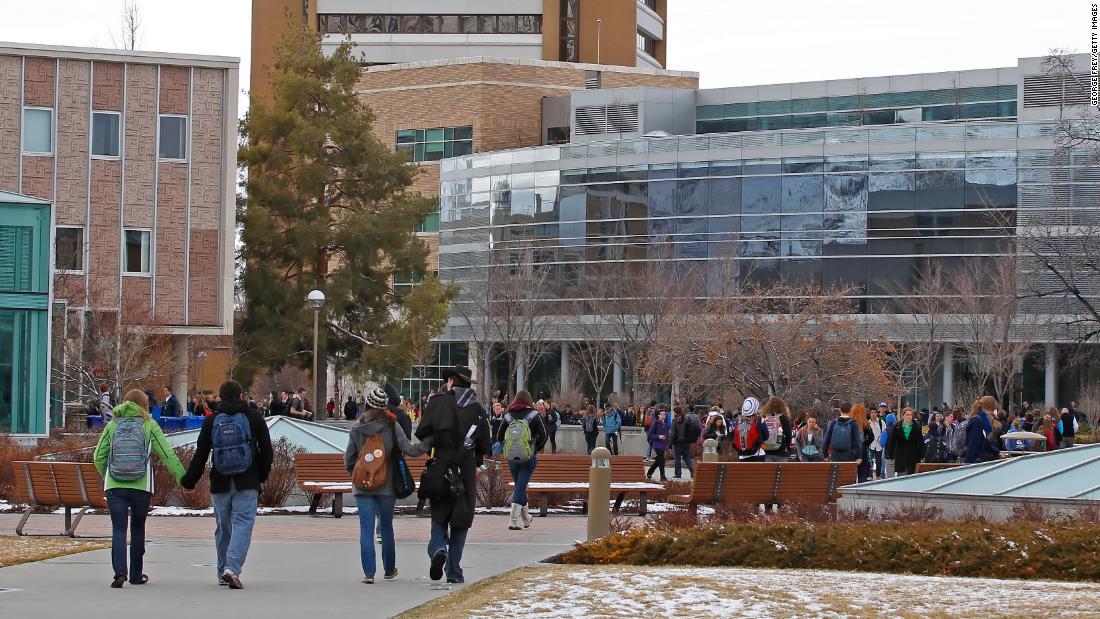 大学で知られる保守的なleaningsできる同性ダンスの競争
