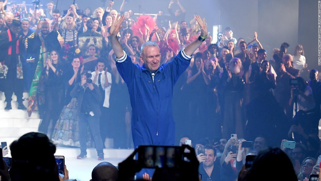 ジャン=ポール-ゴルティエ弓と、壮大なランウェイショー