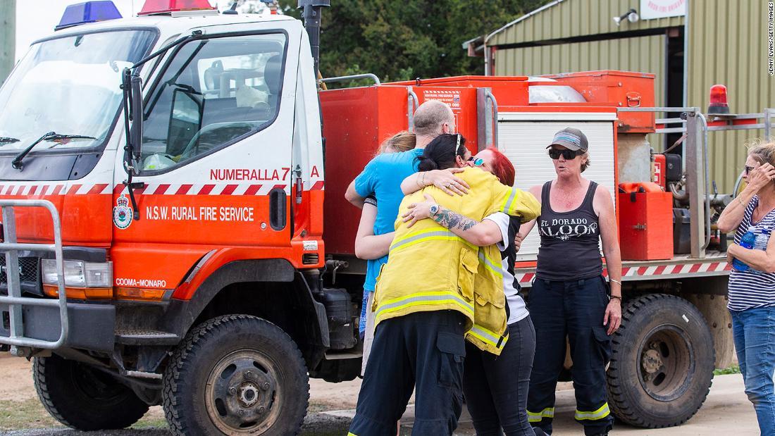3人の死後、消防水爆撃機クラッシュの農村豪