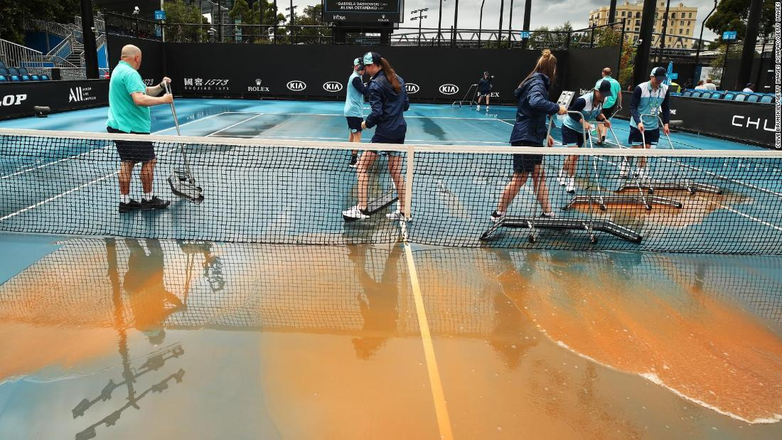 Dust and rain causes delays at Australian Open
