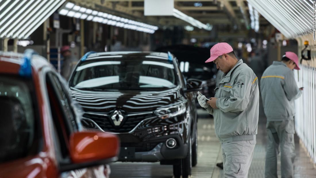 Pembuat mobil dan merek-merek mewah hit seperti virus menyebar di China 'motor city'