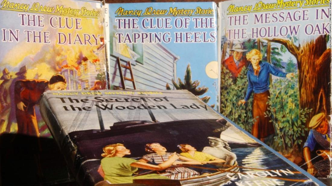 Teen sleuth Nancy Drew φαινομενικά νεκρή, πάνω στην ώρα για την 90η επέτειο