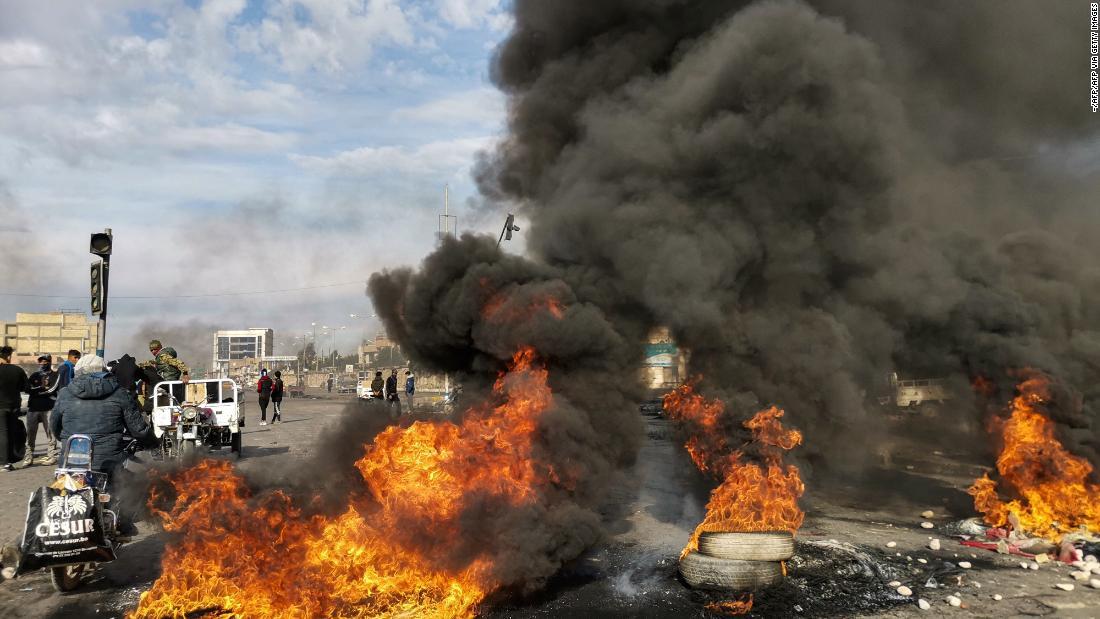 12 νεκροί, εκατοντάδες τραυματίες διαδηλωτές να συγκρούονται με δυνάμεις ασφαλείας του Ιράκ