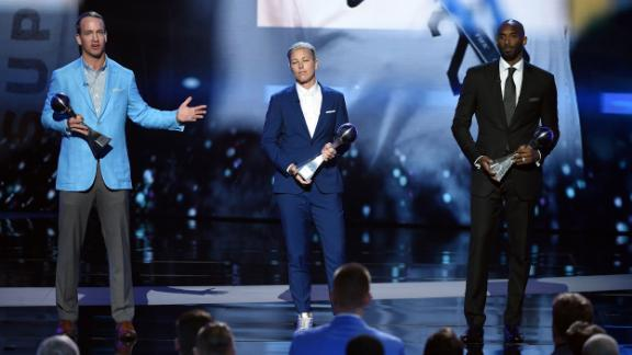 From left, Peyton Mannin,  Abby Wambach and Bryant accept the Icon Award during the 2016 ESPYS at Microsoft Theater in Los Angeles.