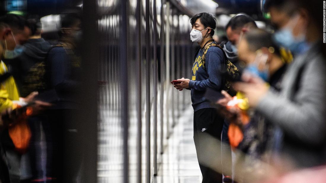 Dow πέφτει περισσότερα από 400 σημεία, όπως το coronavirus επιδημία χειροτερεύει