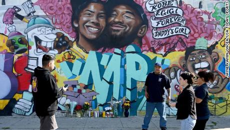 A mural painted Sunday in Los Angeles by graffiti artist Jules Muck pays tribute to Kobe Bryant and his daughter.