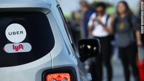 Uber și Lyft încă nu își ajută șoferii cei mai vulnerabili