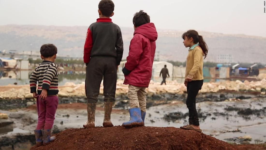 何百万ものシリアを奪われた児童の基本的権利による戦争