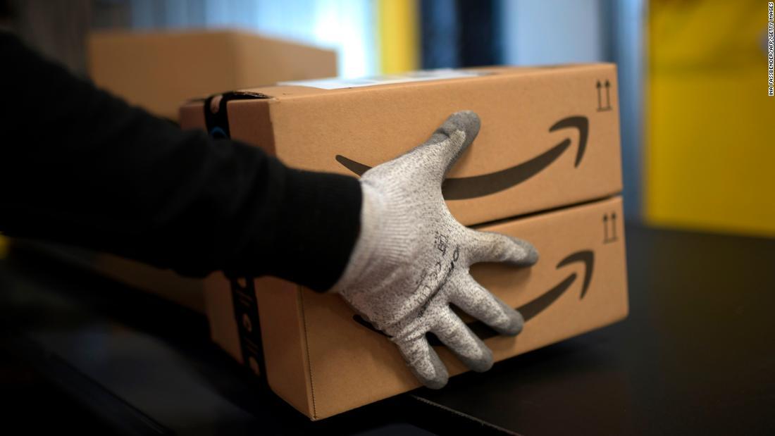 Amazon mengatakan itu mengambil coronavirus serius. Pekerja mengatakan perusahaan membahayakan kesehatan mereka