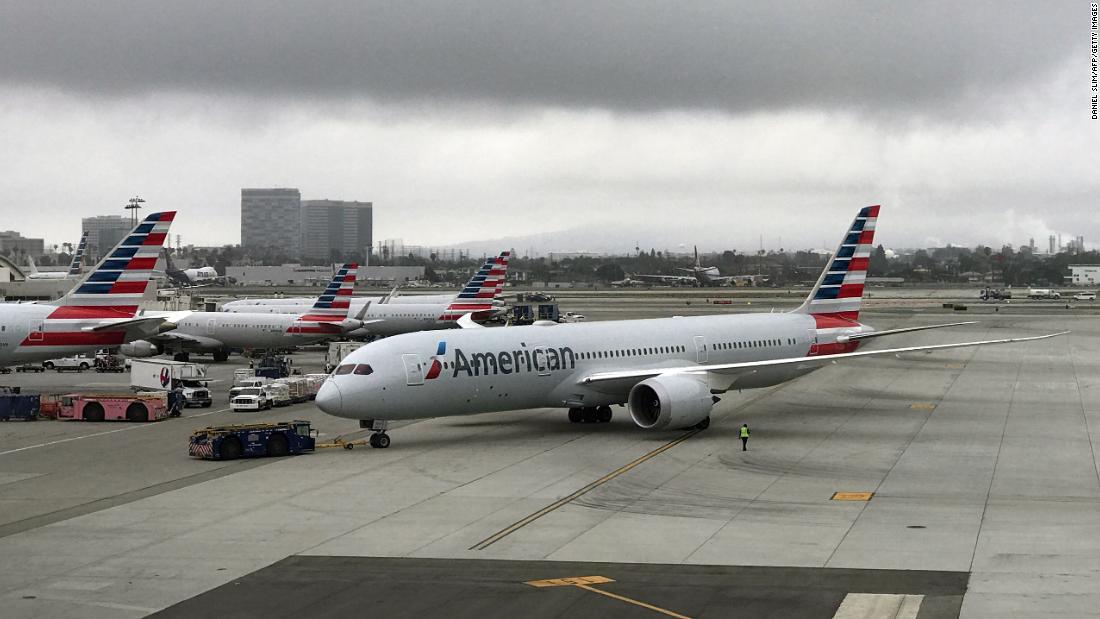 カップルallegesれたオフライトが自分を信仰していた。 アメリカン航空の請求項でその体臭