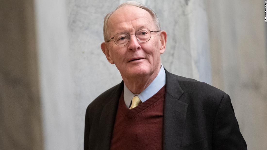 Scene from the Senate: Lamar Alexander made a late-night exit moments before dropping his statement on witnesses thumbnail