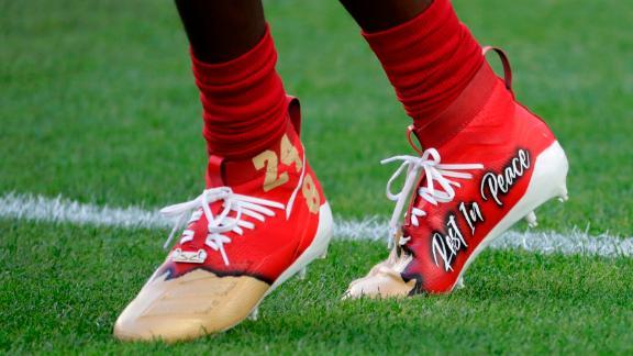 49ers wide receiver Emmanuel Sanders wears cleats honoring Bryant.