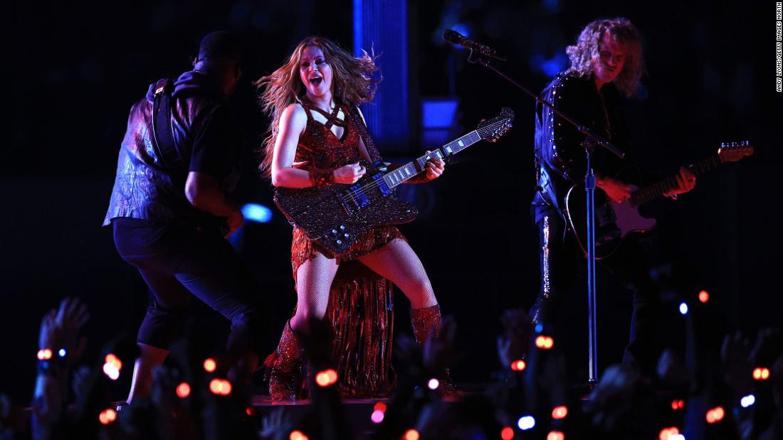 Shakira S Tongue Was The Meme Of Super Bowl Night Cnn