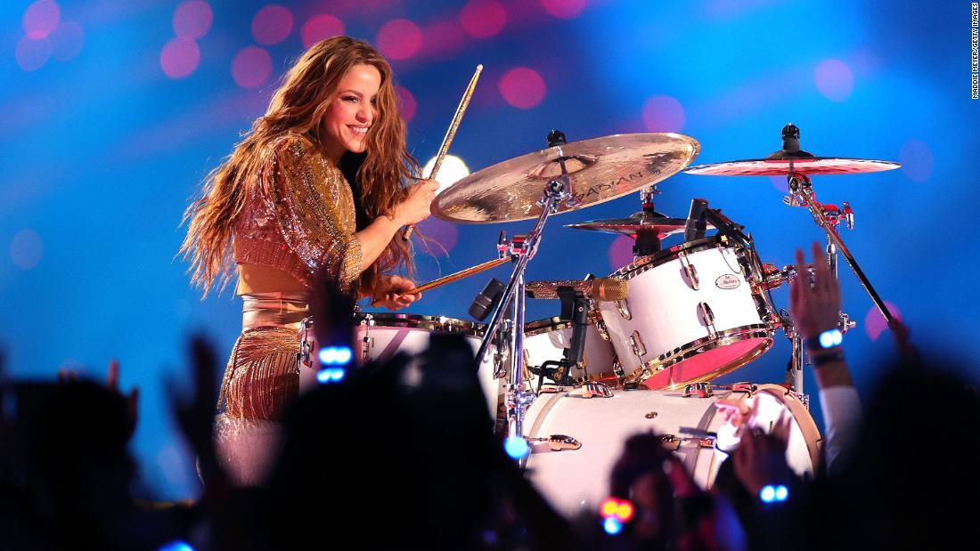 Jennifer Lopez And Shakira S Halftime Show Got Political Cnn